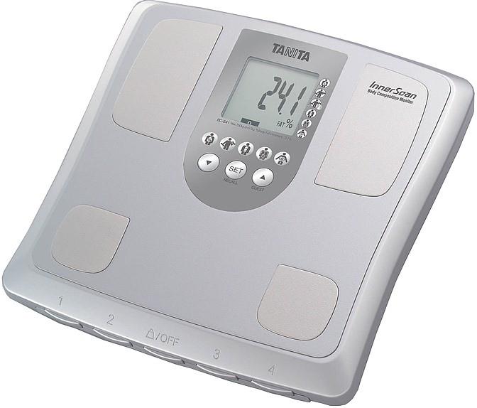 Весы с контактами для измерения массы воды и жира в организме